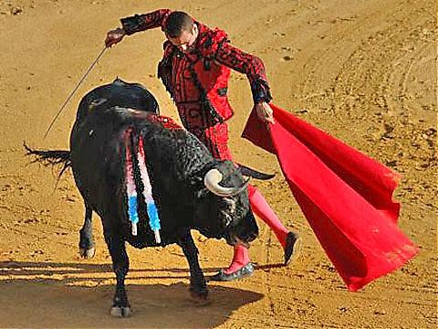 Manzanares kommer från Alicante och delar både namn och yrke med sin far.