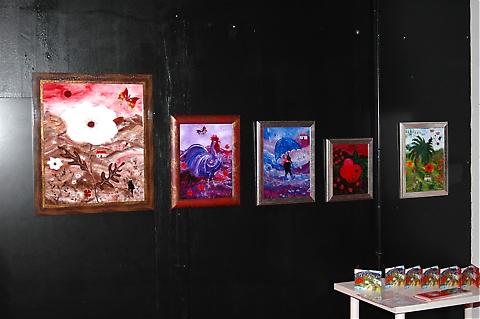 Helena Swärd som den 5-6 december har utställning på Hotel el Fuerte i Marbella har börjat med en ny teknik, att måla på glas.