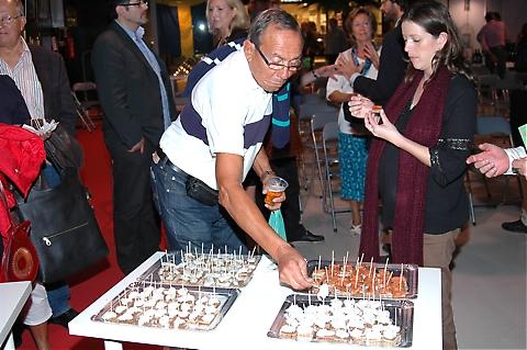 De båda föredragsblocken under fredagen avlutades men en cocktail från Restaurang La Chispa.