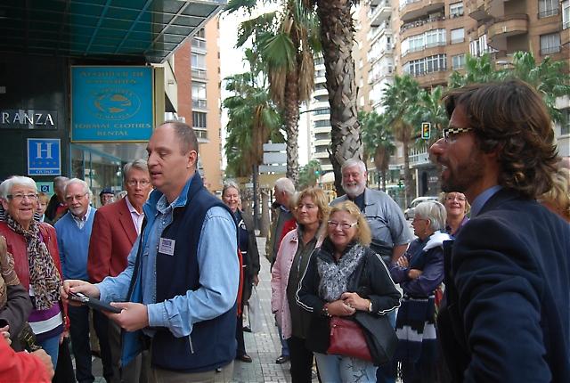 Samling utanför hotellet MS Maestranza i La Malagueta.