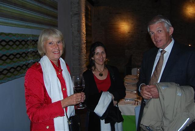 Gunilla och Arne Lindholm tillsammans med Carmen Téllez Valle.