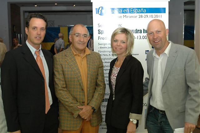 """Advokatfirman IURA hade fyra representanter på plats på seminariet """"Spanien som andra hemland"""". Från vänster Antonio Castillo, Tomás García Fernández samt Ulrica och Johannes Jonsson."""