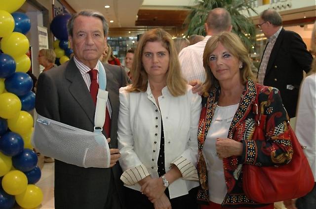 En nyopererad svensk konsul i Málaga Pedro Megías närvarade vid invigningen, tillsammans med sin hustru och dotter.