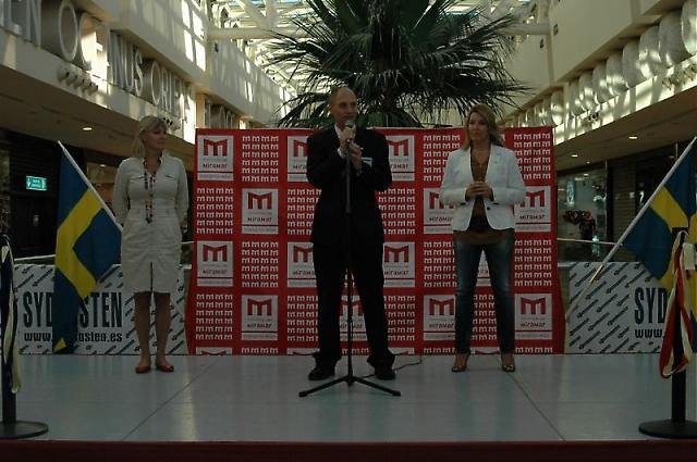 Sydkustens chefredaktör Mats Björkman hade mycket gott sällskap på invigningen 28 oktober.