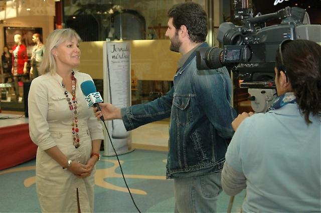 Sveriges nya ambassadör i Madrid Cecilia Julin intervjuades i lokal-tv.