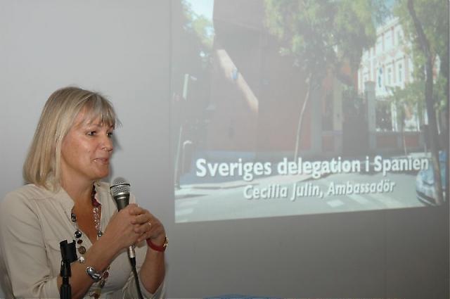 Cecilia Julin berättade om UD:s arbete i Spanien och fick svara på flera frågor.