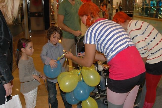 De yngsta besökarna fick ballonger.