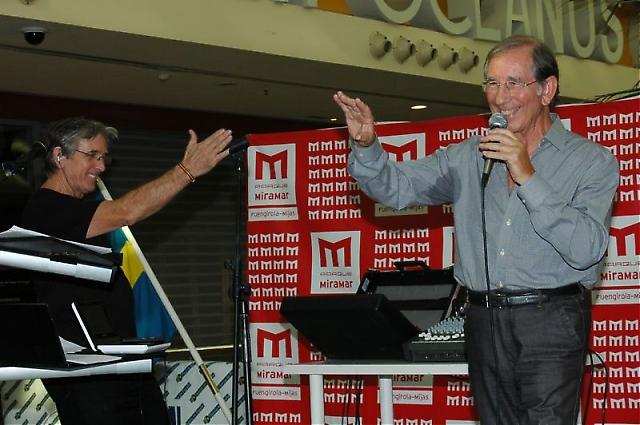 Amador och Giorgio arrangerade allsång på lördagen.