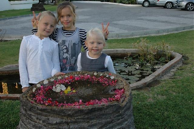 Även barnen roade sig på Minimässan. Med fullt av tråkiga vuxna inomhus var dock bästa lekplatsen Centro Forestals fina trädgård.