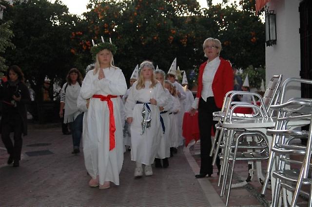 Foto från Svenska skolans luciatåg i Marbella 13 december 2011.