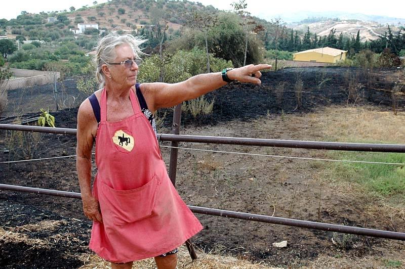 """""""Det är det värsta jag har varit med om"""", berättar Inger Hallberg på ridcentret La Hoppla. Det var andra året i rad som gården höll på att brinna upp."""