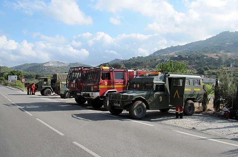 Brandstyrkorna arbetade tillsammans med bland annat militären.