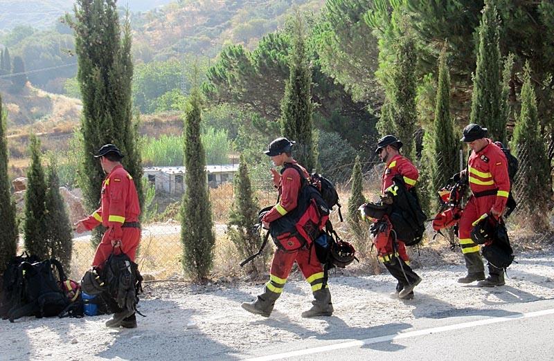 Drygt 450 brandmän arbetade hela fredagsnatten.