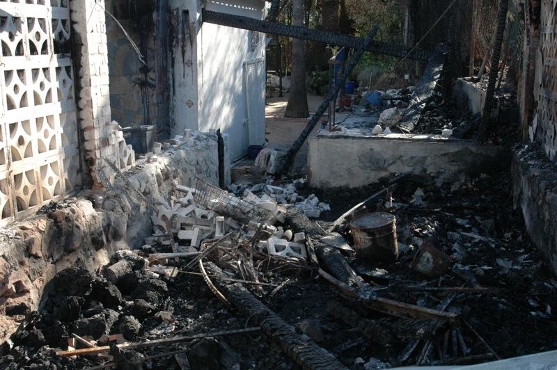 Garaget har brunnit ned vid ett hus i området Ricmar.<br /><br />---<br /><br />El garaje de una casa se ha venido abajo en la urbaniación Ricmar.