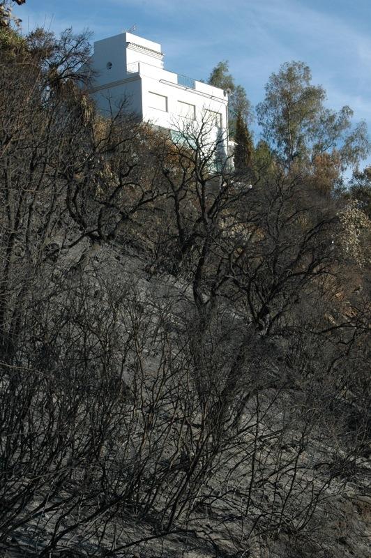 Utsikten &auml;r inte lika fin fr&aring;n huset l&auml;ngre.<br /><br />---<br /><br />La vista desde la casa ya no es lo que era.