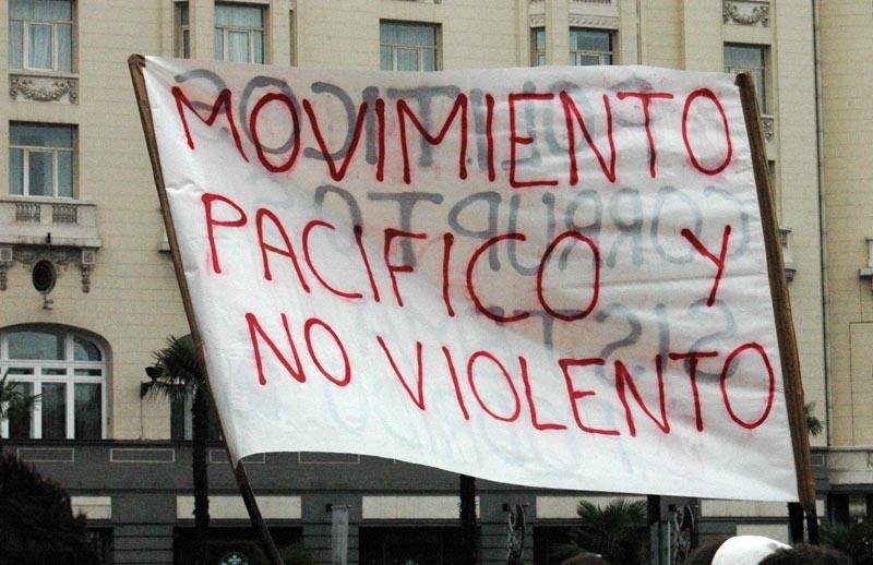 Sammankallarna ville leda en fredlig demonstration, men ett flertal kravaller uppstod.