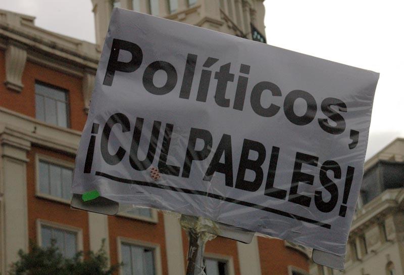 Politikerna beskylls för krisen i Spanien.