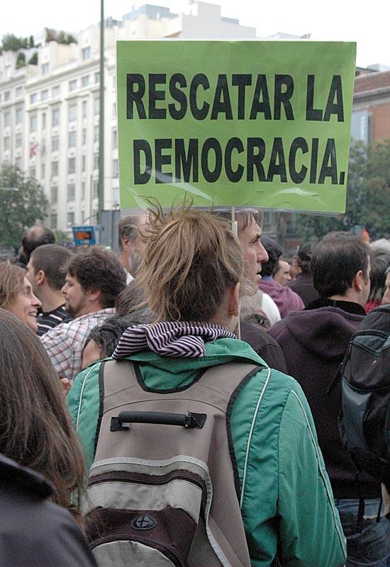 Demonstranterna kräver större demokrati.