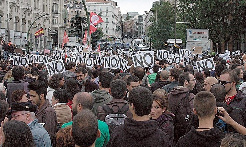 Tusentals demonstranter, en majoritet av dem ungdomar, krävde 25 september regeringens avgång.