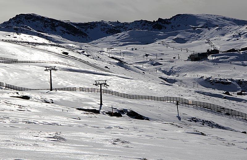 Många dagar kan det vara flera plusgrader i solen, vilket gör att det är ett mycket behagligt klimat att åka skidor i.