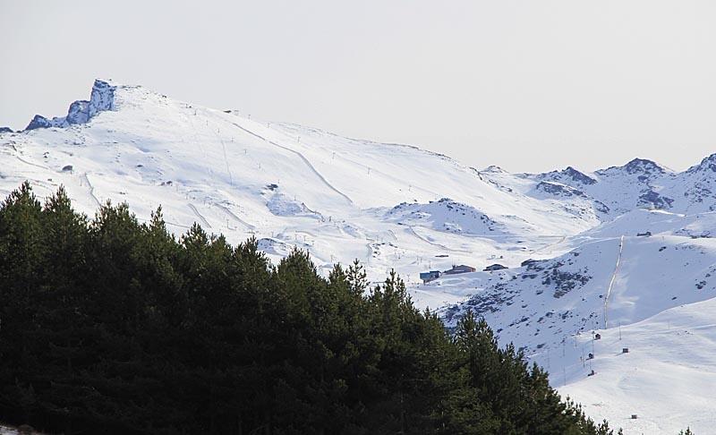 Sierra Nevadas snötoppar kan ses ända från Costa del Sol.