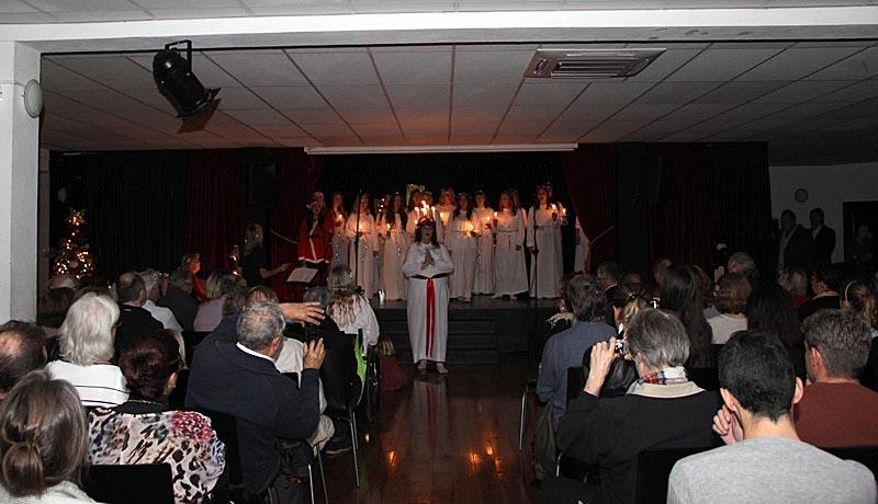 Som vanligt under Lucia och utnämningen av Årets Svensk är Svenska Skolan fylld till bristningsgränsen.