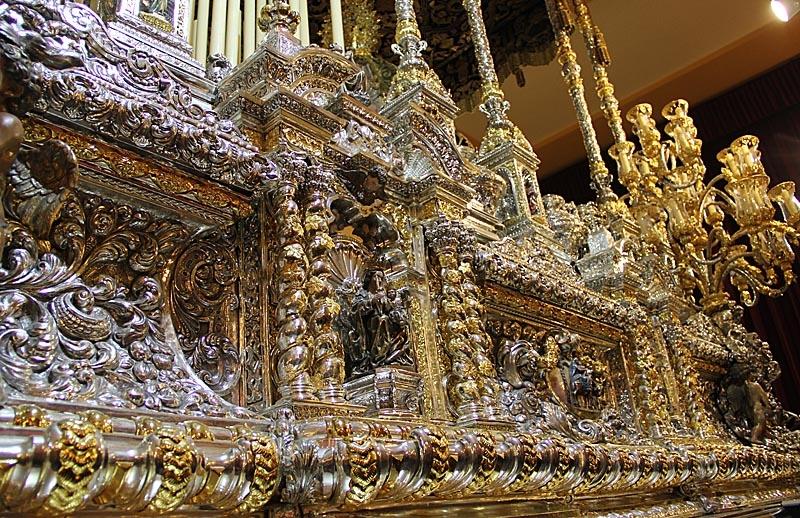 Tronerna är mycket dekorativa.