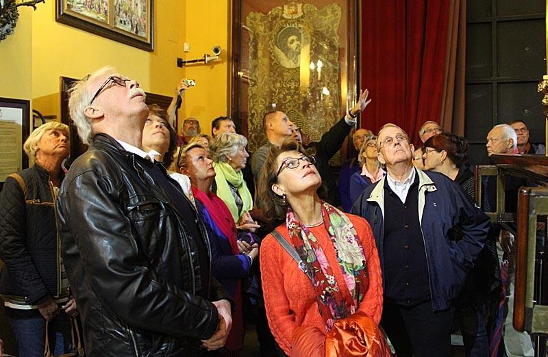 """Det var många spännande historier vi fick höra av påsksamfundet """"La Expiración"""" och mycket att titta på."""