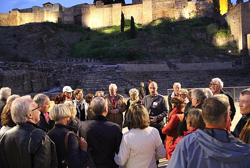 Mats Björkman guidar vid den romerska teatern.