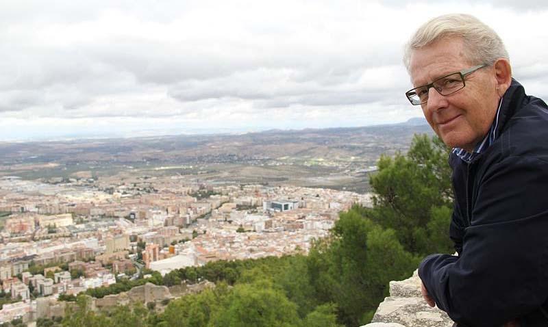 Torbjörn Gelfgren njuter av utsikten över provinshuvudstaden.