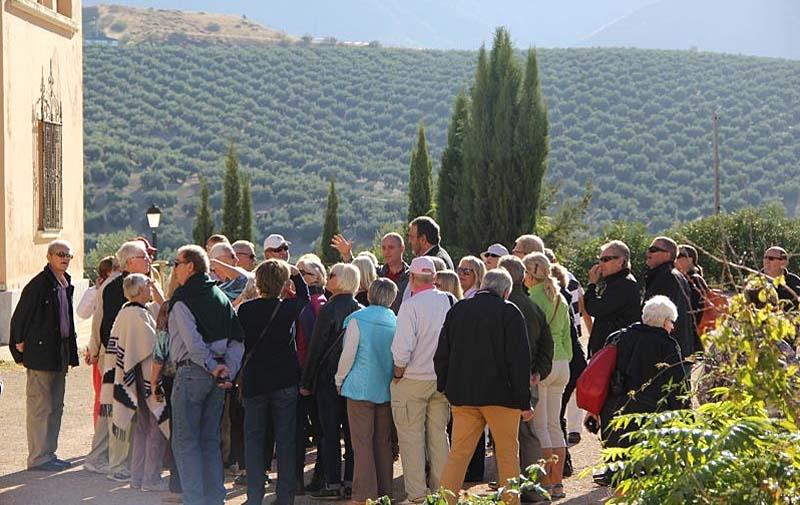 Resa till naturparken Sierras de Cazora, Segura y las Villas. Besök i olivgården Almazara la Almedina.