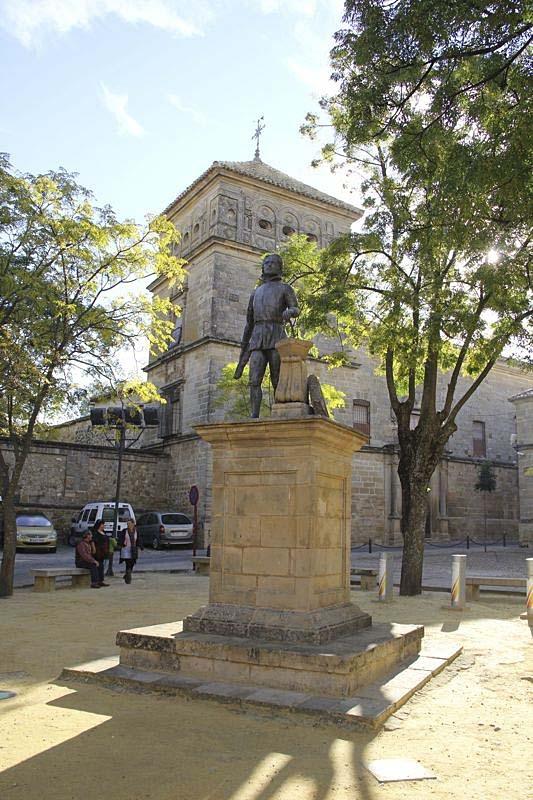 Rundvandring i Úbeda, förklarat som kulturarv av Unesco. Staty till arkitekten Juan de Vandelvira.