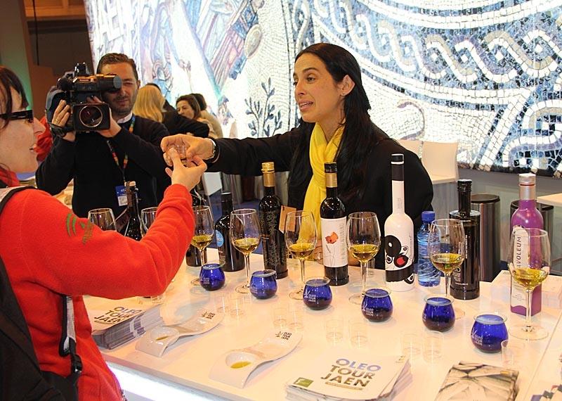 I Jaéns monter fick man provsmaka några av världens bästa olivoljor.