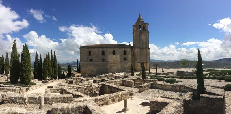 Fortaleza de la Mota för besökaren tillbaka till medeltiden.