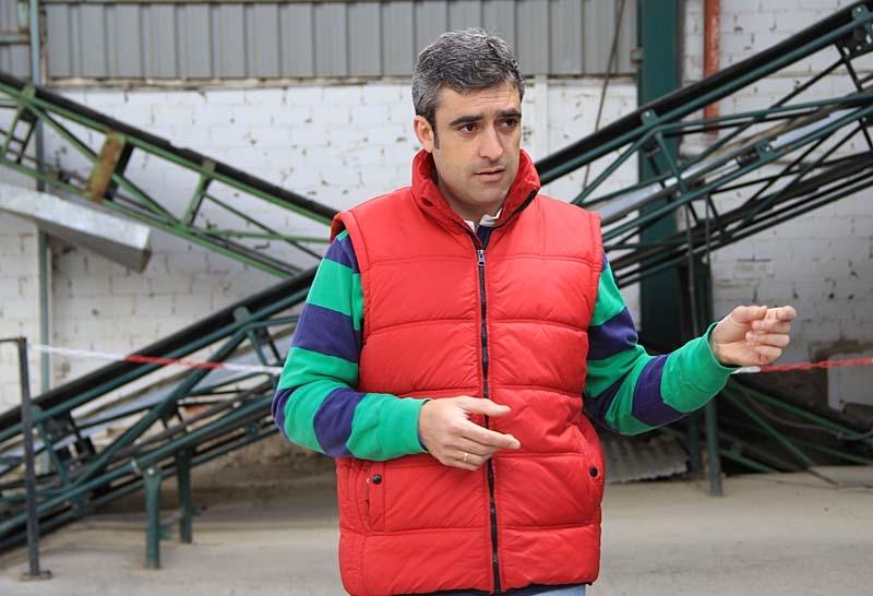 Manuel förklarade bland annat hur man skiljer på de olika oljorna efter kvalitet.