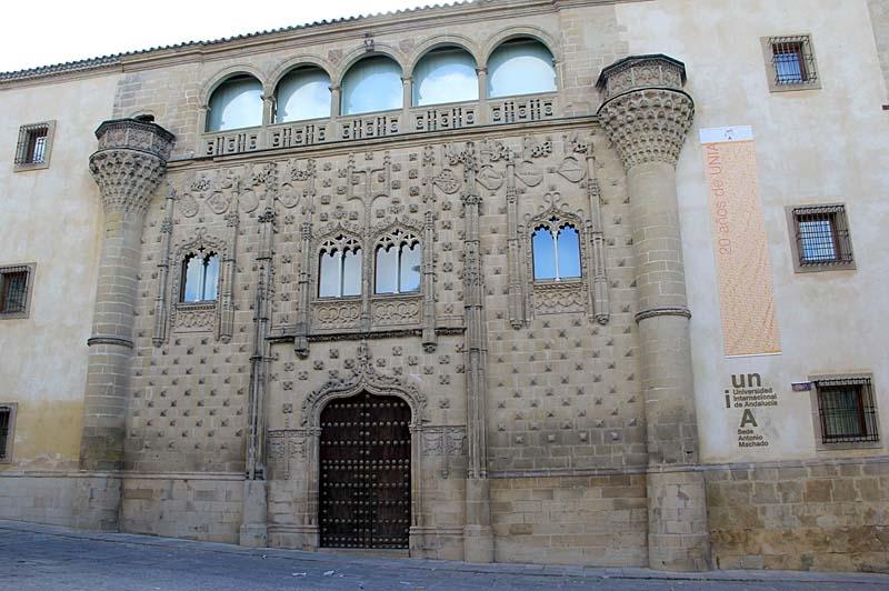 Den säregna fasaden till Palacio de Jabalquinto (Baeza).
