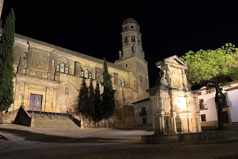Baeza måste upplevas både på dagen och kvällen. Gruppen bodde på hotellet Puerta de la Luna, mittemot katedralen.
