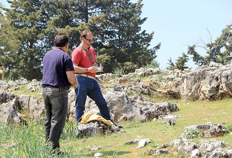 Sydkustens bildreporter Richard Björkman förbereder nedräkningen för flygtur.