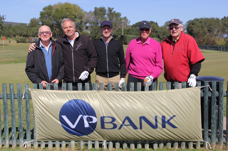 Huvudsponsorn Thomas Westh Olsen från VP Bank (mitten) med Jan-Erik Lundgren, Robert Fäldt, Jan-Åke Nilsson och Hugo Melander.