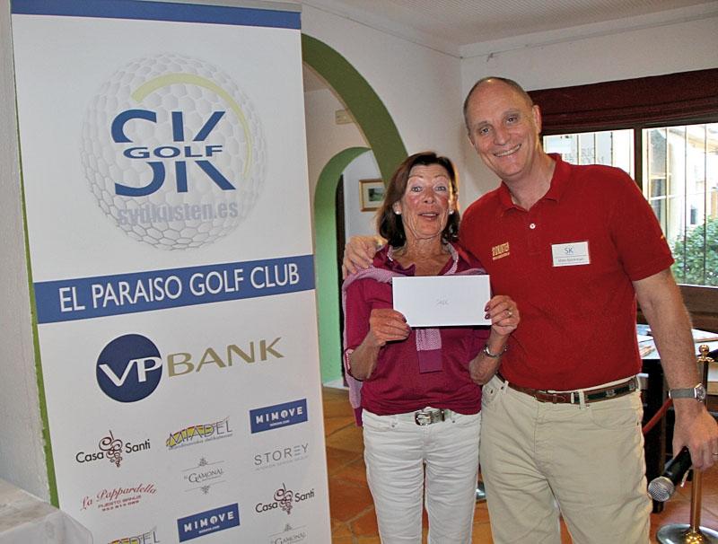 En strålande glad Berit Erixon vann en provsmakningsmiddag för två personer på restaurang Savor, i San Pedro Alcántara.