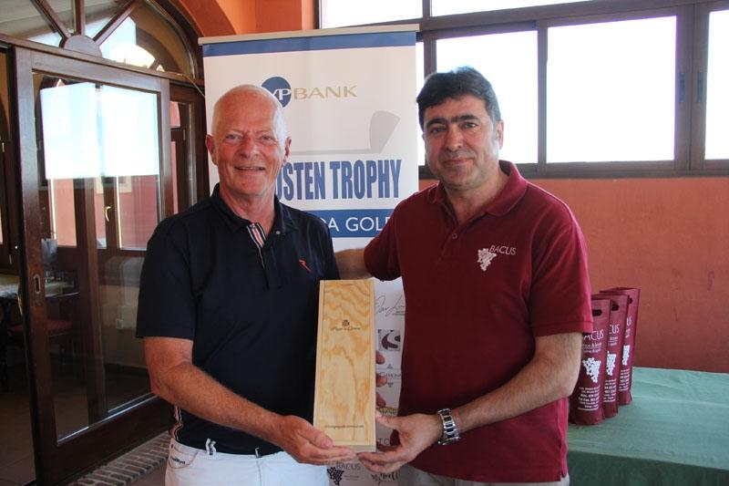 Alla vann priser på La Cañada Golf, inkluderat lottpriser. Bjørn Bjarstad hade turen att vinna en Magnum-flaska som överräcktes av Jose på Bacus.
