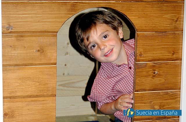 SV: Trähus från Scandic Ecologic är roliga saker för små barn.<br /><br />ESP: Las casas de madera de Scandic Ecologic entretienen a los niños.