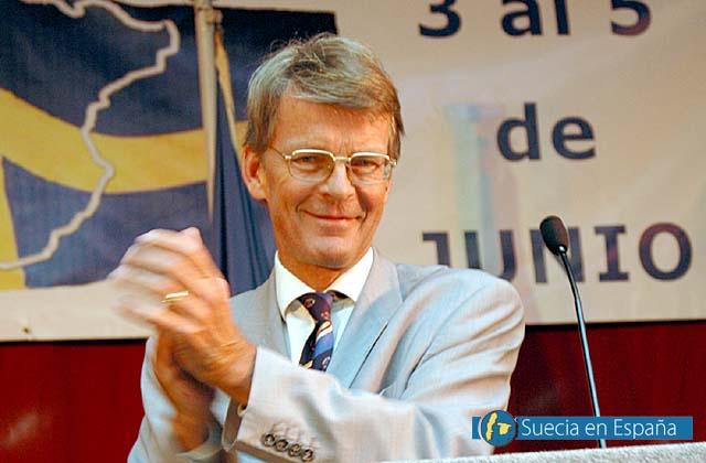 SV: Sveriges ambassadör i Madrid Lars Grundberg lovordade mässan.<br /><br />ESP: El embajador de Suecia Lars Grundberg elogió la feria.