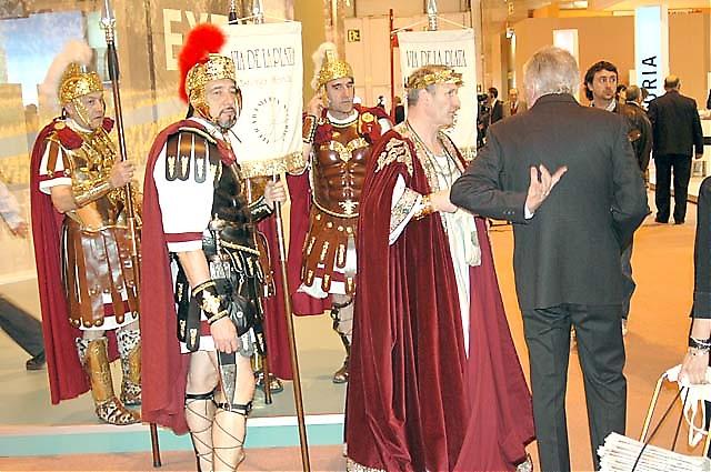 Områden som har stor historisk dragningskraft använder sig av statister, som dessa romare.