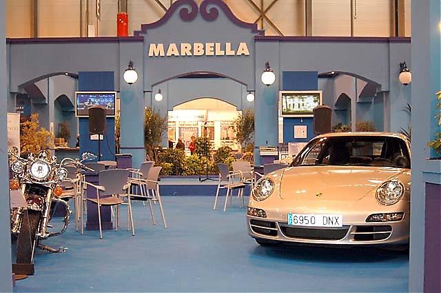 Marbellas monter stod öde och speglade tydligt den rådande politiska krisen i kommunen.
