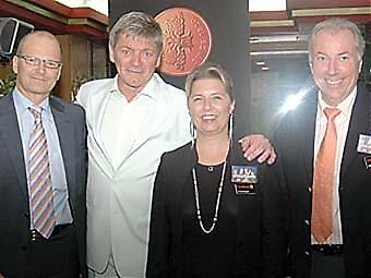 Parnevik med Swedbanks representanter Kent Schanke, Christina Bergstén och Olle Westerling.