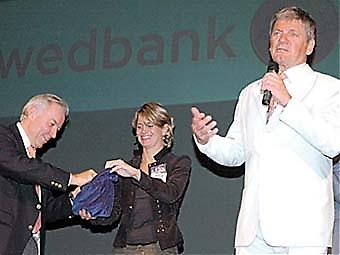 Olle Westerling drar skinkvinnaren.
