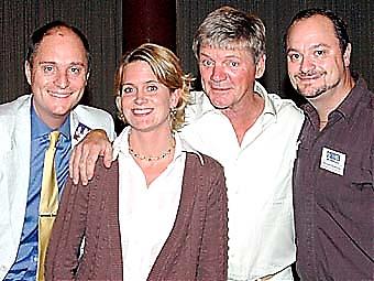 Sydkusten arrangerade Parneviks turné i Spanien. På bilden Mats och Richard Björkman samt Carin Osvaldsson med Bosse Parnevik.