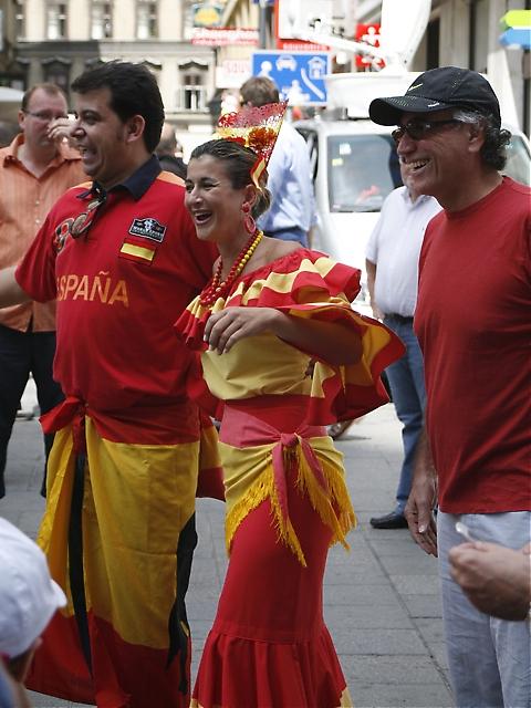 Spanjorerna satte färg på de österrikiska gatorna.