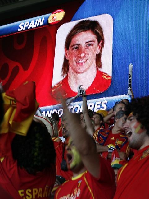 Torres presenteras inför matchen. Han skulle komma att bli matchhjälte.